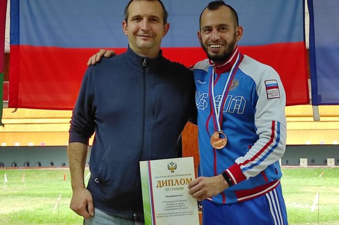 С 23 по 30 октября 2020 года в Краснодарском крае (г. Краснодар) проходит Чемпионат России по спорту глухих (дисциплина — пулевая стрельба; мужчины, женщины).